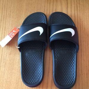 Nike men's 11/women's 12 Benassi Swoosh sandals